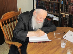 Rebbe inscribing his newest sefer for me Sukkos 2011